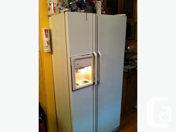 White GE Refrigerator with water and ice machine