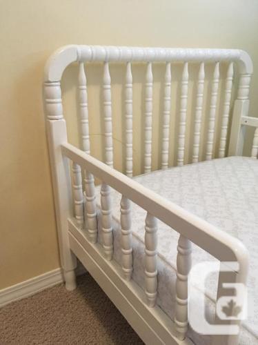 WANTED: White Wooden Toddler Bed