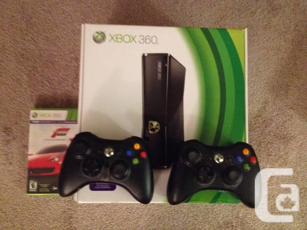 XBOX 360 CONSOLE with 1 sport and 2 Controllers!! -