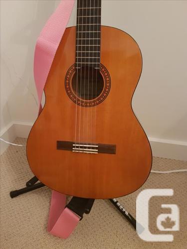 YAMAHA CS40 compact classical guitar