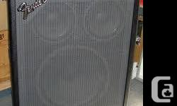 """Un tres beau et tres puissant cab. Fender BXR avec 1x18"""" Eminence de 300 watts rms et 2x10"""" Eminence de 100 watts rms chaque. Totale power est 500 watts rms!  Avery nice powerful Fender BXR bass cac. loaded with 1x18"""" Eminence rated 300 watts rms & 2x10"""""""