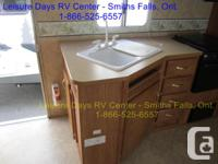 Jayco Jaya Flight fifth wheel trailer in great shape,