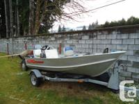 like new condition 12' lund aluminum boat. no leaks.