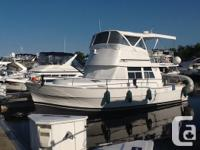 Mainship 390 Make: Mainship Hull Material: Fiberglass