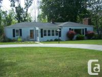 Beautiful cottage with Lake Huron Access and 10 Wooded