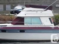29' Cruiser Esprit with large cockpit for fishing.