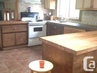 10 minute walk to downtown Comox, near to Shopping mall