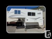 This 2006 Citation Supreme 9.2 Camper has: Electric