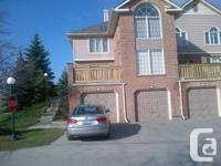 Lovely 3 bedroom end device townhome less that 1 km