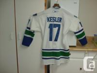 Size XL CCM Vancouver Canucks NHL #17 Kesler , Hockey