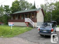 Maison style québécoise restaurée. Planchers pin rouge