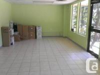 About 1000 sq ft commercial space in a small plaza in