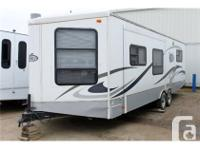 2006 Keystone RV VR1 297FLS. Queen size bed in the