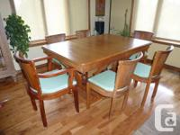 Very rare. Gorgeous Art Deco dining room table with 4