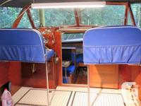 Beautifully refurbished 1962 28' Chris-Craft