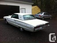 Make Ford Model Thunderbird Colour white with robins