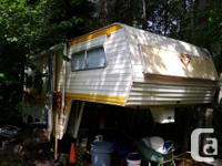 21 ft 5th wheel. Dual axle comes with all hitch