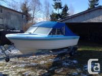 18' marlin boat with brand-new top complete with seat