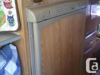 186,218 Km propane fridge, 4 burner stove/oven, hot