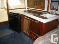 This wide beam cruiser Used 1988 Sea Ray 270 Amberjack