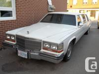 1989 Cadillac Limo leather, white with black leather
