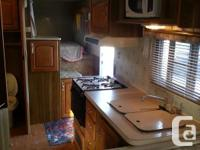 Roomy 5th Wheel Trailer in good condition. Fridge not