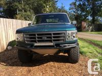 Make Ford Model Bronco Year 1989 Colour Green and blue
