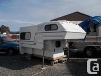 tidy camper ... no leaks/smells ... bathroom (no