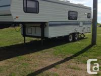 26 .5 ft 5th wheel camper in excellent condition sleeps