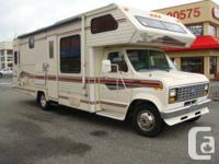 1991 Royal Classic 28ft Class C Motor Home rear corner