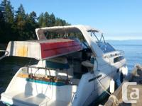 This boat has a 5.7 Mercruiser Carbureted engine with
