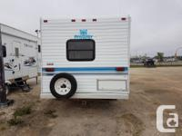 This 1995 Prowler 5th wheel comes with front jacks,