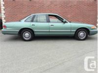 Make Ford Model Crown Victoria Year 1997 Colour Green