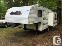 1998 24' 5th wheel trailer. PRICE REDUCE Light weight