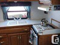 1999 - 24.5 ft Nash 5th Wheel. Unique floor plan with