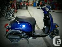 Honda GIORNO Scooter ...Blue...Let your eyes flow over