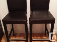 J'ai 2 chaises bistro en cuir pour bar, comptoir ou