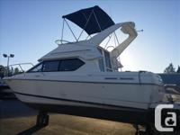 This 2000-2858 Command Bridge Bayliner has just been