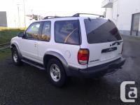 Make Ford Model Explorer Year 2000 Colour White kms