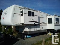 2000 Newmar Kountry Star 34' Fifth wheel.  Two slides!