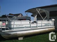 2000 Odyssey Millenium 20' Pontoon Boat w/90 hp * Full