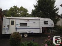 Sleeps 6, awning, hitch, solar panel with inverter,LR