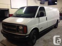 2001 Chevy Express 3500 V8, white exterior with grey
