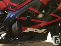 I am the 2nd owner of a 2001 Honda CBR F4i for sale.