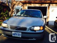 2001 silver Volvo V70 -T5 Wagon. Leather seats. power