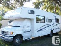 This 29' Class C Motor Home (MH) features a Triton V-10