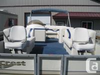 2002 Crest Fish/Cruise 22' Pontoon Boat w/40hp Mercury