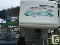 22002 KEYSTONE MONTANA 2880RL 5th wheel 3 pull outs