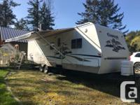2004 30' Cougar travel trailer with 2 slide outs. Has a
