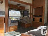 27' Cougar 5th Wheel. Rear kitchen with dinette slide.